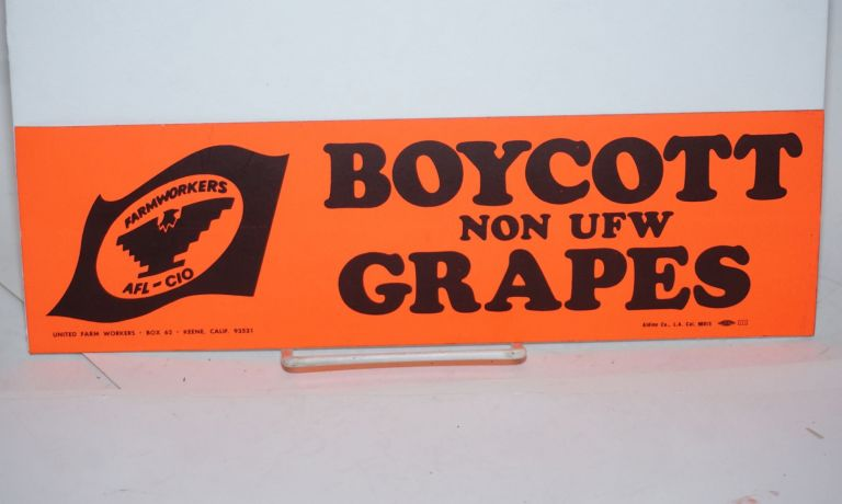 Boycott Non-UFW Grapes [Bumper sticker]. United Farm Workers.