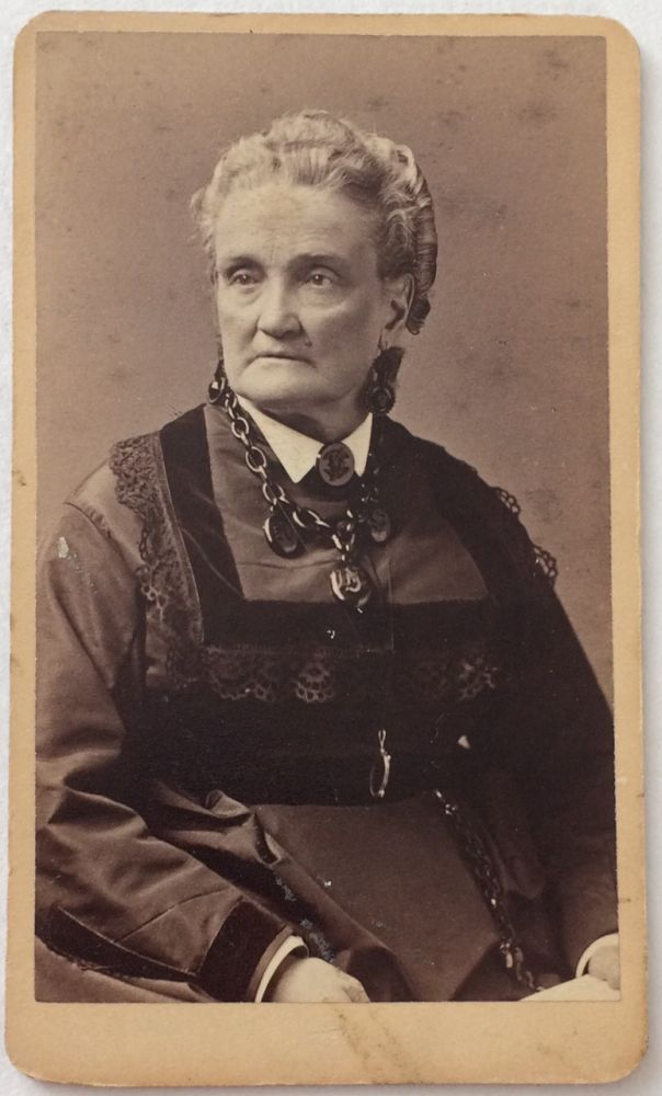 [Photographic cabinet card portrait of the actress Charlotte Saunders Cushman]